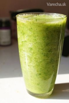 This recipe works best with a slow pressed juicer as conventional high speed juicers don't juice greens very well and destroy a lot of the nutrients. Ingredients Any dark leafy greens, including. Cucumber Smoothie, Juice Smoothie, Smoothie Drinks, Smoothie Recipes, Raw Food Recipes, Healthy Recipes, Healthy Eats, Raw Vegan Smoothie, Food Words