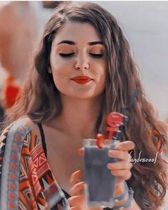 Turkish Women Beautiful, Turkish Beauty, Stylish Girls Photos, Stylish Girl Pic, Lovely Girl Image, Girls Image, Girl Photo Poses, Girl Photography Poses, Cute Beauty