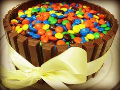 Super easy Kit-Kat cake