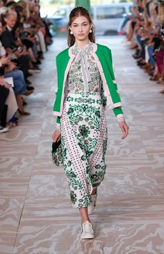 Love these colors! A runway look from the Tory Burch Spring/Summer 2017 Fashion Show #ToryBurchSS17 #nyfw