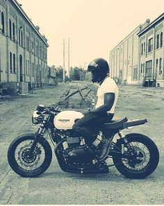 scrambler081:Thruxton BonnevilleTriumph Cafe Racer #motorcycleculture #culturamotera | caferacerpasion.com
