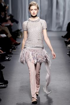 Chanel Spring 2011 Couture Fashion Show - Lindsey Wixson (Elite)