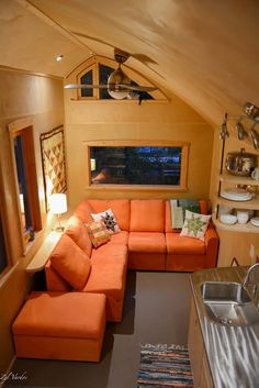 This is the Ampersand Tiny House on Wheels by Zyl Vardos in Olympia, Washington and you're invited to come check it out! Tiny House Builders, Tiny House Nation, Tiny House On Wheels, Tiny House Design, Small House Plans, Tiny House Talk, Small Tiny House, Tiny House Living, Tiny House France