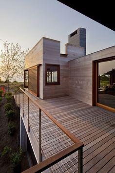Gallery of Island House / Peter Rose + Partners - 3 - Modern Design Deck Railing Design, Balcony Railing, Deck Railings, Deck Design, House Design, Cable Railing, Railing Ideas, Wood Railing, Deck Balustrade Ideas