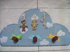 Perchero en madera con figuras de pasta francesa... Ideal para el cuarto del bebé! Cute Clay, Pasta Flexible, Cute Creatures, Cold Porcelain, Kids Rugs, Baby Shower, Clay Ideas, Crafts, Home Decor