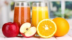 Juicing: Which is the better Diet Drink? You started a diet and decided Smoothies or Juicing will help. Are they healthy choices? Low Calorie Smoothie Recipes, Detox Smoothie Recipes, Fruit Juice, Fresh Fruit, Hangover Food, Best Diet Drinks, Healthy Drinks, Orange Drinks, Orange Juice
