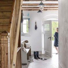 Ich dom ma numer 10 i tak też o nim mówią. Mudroom, Oversized Mirror, Stairs, Cottage, Laundry, Interiors, Furniture, Home Decor, Laundry Room