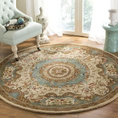 Safavieh Hand-made Classic Ivory/ Light Blue Wool Rug (8' Round) (CL304E-8R), Brown, Size 8' x 8'