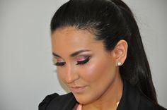 Novidades: Maquiagem Glamurosa para Olhos Castanhos e Verdes! Saiba Mais em http://dicasdemaquiagem.vlog.br/maquiagem-glamurosa-para-olhos-castanhos-e-verdes/