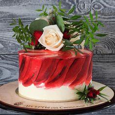 Красный бархат, шарики с бельгийским шоколадом, сливочно-творожный крем, акварельное покрытие, живые цветы в декоре Автор vk.com/cheldesert