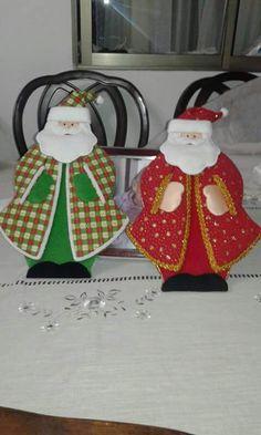 Viejito pascuero  (cartón piedra y napa y pasamanerias)                                                                                                                                                                                 Más