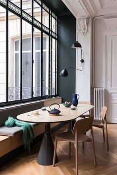 Get inspired by these dining room decor ideas! From dining room furniture ideas, dining room lighting inspirations and the best dining room decor inspirations, you'll find everything here! Parisian Apartment, Paris Apartments, Dining Room Inspiration, Interior Design Inspiration, Dining Room Design, Dining Room Furniture, Furniture Ideas, Dining Chairs, Room Chairs