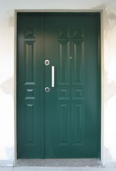 Portoncino blindato con rivestimento alluminio verniciato verde Armoire, Lockers, Locker Storage, Doors, Furniture, Home Decor, Houses, Green, Clothes Stand