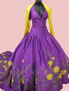 Vestido charro morado Mexican Quinceanera Dresses, Mexican Dresses, Charro Dresses, Vestido Charro, Cowboy Theme Party, Mexican Costume, Ballroom Gowns, Flowery Dresses, Mexican Fashion