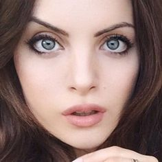 liz-gillies-makeup-1