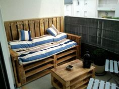 Pallets Apartment's terrace - Terrasse d'appartement en palettes #Balcony, #Pallets, #Sofa, #Table, #Terrace