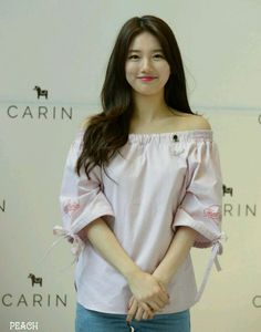 Miss A member Suzy Bae was recently spotted at a promotional event for the fashion brand CARIN. The event was held on Saturday May Suzy showed off her great personality as she greeted fans while endorsing the brand. Korean Beauty, Asian Beauty, Miss A Suzy, Bae Suzy, Korean Celebrities, Korean Model, Korean Actresses, Beautiful Asian Girls, Asian Fashion