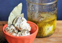 Palline di formaggio di kefir sott'olio - Bocconcini di kefir marinato