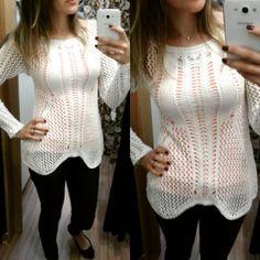 «Morrendo de amores por essa blusa em croche Off white  R$99 ♥♥♥ ♥ Disponível na cor bege e coral.  Shopping Quintino loja 417 aberto das 9hs as 21hs de…»