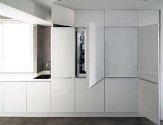 Home Sweet(ener): una Casa Minimalista y Diáfana Top Freezer Refrigerator, French Door Refrigerator, French Doors, Sweet Home, Kitchen Appliances, Minimalist Home, White Cabinets, Interior Design, Kitchens