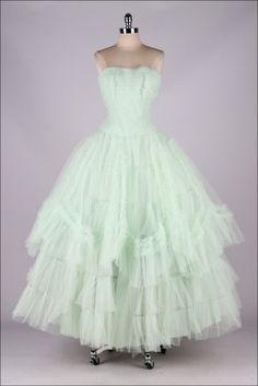 Dress, via Mill Street Vintage Vintage Prom, Vintage 1950s Dresses, Vintage Mode, 60s Dresses, Vintage Clothing, 1950s Style, 1950s Fashion, Vintage Fashion, Club Fashion