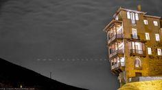 Viendo la casa colgada desde el puente en Cuenca #Monumentos #Ciudadesconencanto #FotografíaNocturna