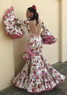 Flamenco Costume, Flamingo Dress, Gypsy Women, Spanish Fashion, Mexican Dresses, Oriental Fashion, Yes To The Dress, African Fashion Dresses, White Style