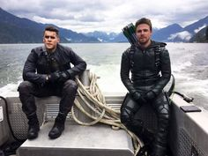Green Arrow and Prometheus taking a picture on a boat 😂😂🔥🔥😈😈⚔️⚔️🏹🏹 Arrow Tv, Arrow Cast, Team Arrow, Supergirl Dc, Supergirl And Flash, The Vampire Diaries, Green Arrow, Teenage Mutant Ninja Turtles, Ncis