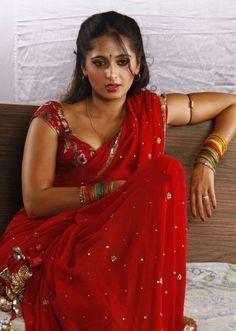 Actress Anushka Hot Stills. look great Hot Actresses, Beautiful Actresses, Indian Actresses, Actress Anushka, Bollywood Actress, Tamil Actress, Anushka Photos, Red Saree, Curls
