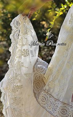 Vestido de Comunión María Picaretta Vintage Patterns, Wedding Dresses, Style, Fashion, Godmother Dress, Red Coats, Communion Dresses, Boyfriends, Bride Gowns