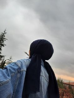 Hijabi Girl, Girl Hijab, Boy Photography Poses, Girl Photo Poses, Cool Girl Pictures, Girl Photos, Beautiful Hijab Girl, Hijab Cartoon, Muslim Women Fashion