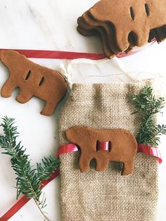 The beary cutest DIY cinnamon applesauce Christmas ornaments just happen to be the easiest too!