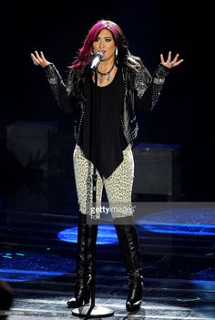 Contestant Jessica Meuse performs onstage at FOX's 'American Idol XIII' Top 4 Live Performance Show on May 7, 2014 in Hollywood, California.
