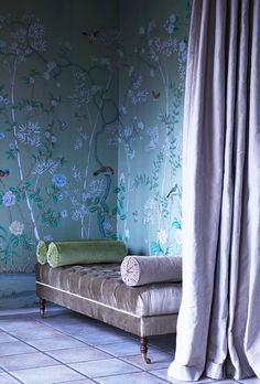 Wallpaper continues to rock! This gorgeous space is rendered unique by the use of a #Chinoiserie #wallpaper.