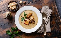 Cream-soup with porcini mushroom with croutons on wooden table Porcini Mushrooms, Creamed Mushrooms, Stuffed Mushrooms, Best Winter Soups, Wine Recipes, Soup Recipes, Longevity Diet, Quinoa Soup, Spinach Soup