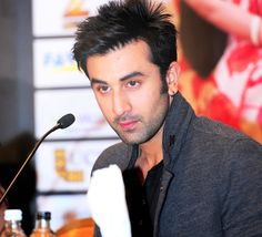 Most of the Bollywood celebs celebrate the New Year eve in foreign country and our very own hotty of Bollywood Ranbir Kapoor is no exception for it. Reportedly Ranbir Kapoor will be leaving to US for the mega bash of New Year.