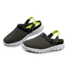 Green Amphibious Mesh Slippers With Holes