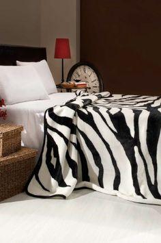 ZEBRA. Luxusní deka, která může posloužit jako přikrývka či přehoz přes postel se vzorem zebry ve stejnomenném názvu. Příjemně zahřeje a pohladí !