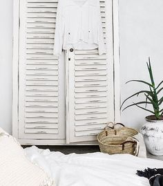No one does an effortless, boho-style summer quite likeIndie Home Collective. Natural materials, woven accents, striking photographic art and lush foliage provide the perfect elements for creating th
