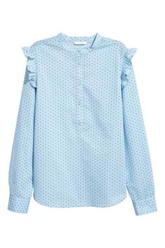 Long-sleeved blouse in woven cotton fabric with a small stand-up collar. Button placket, ruffle trim on shoulders, and gently rounded Komplette Outfits, Fancy Dress Outfits, Fall Outfits, Fashion Outfits, New Fashion Clothes, Modelos Plus Size, Style Casual, Cotton Blouses, Dresses For Teens