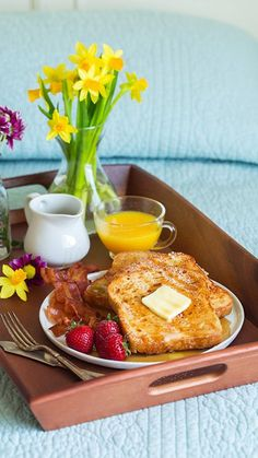 Ideas Breakfast In Bed Ideas Brunch For 2019 Romantic Breakfast, Good Morning Breakfast, Mothers Day Breakfast, Breakfast In Bed, Recipes Breakfast French Toast, Healthy French Toast, Breakfast Platter, Breakfast Casserole Easy, Mini Desserts