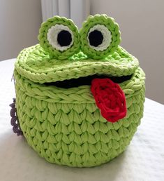 Marvelous Crochet A Shell Stitch Purse Bag Ideas. Wonderful Crochet A Shell Stitch Purse Bag Ideas. Crochet Frog, Crochet Basket Pattern, Knit Basket, Crochet Motifs, Cute Crochet, Crochet Dolls, Crochet Yarn, Crochet Stitches, Crochet Patterns