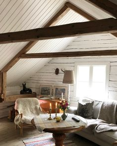 The wind in the square! Attic Rooms, Attic Spaces, Scandinavian Cabin, Swedish Cottage, Red Houses, Rustic Garden Decor, Hygge, Vases Decor, Cozy House