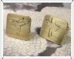 Manchetknopen  * van eigen trouwringen vervaardigd met handgravure van kolibrie en briljant geslepen diamant
