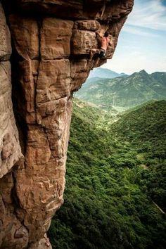 Dicen que es ridículo un deporte donde el premio es tocar una cadena... Ingenuos... #escalada #bulder