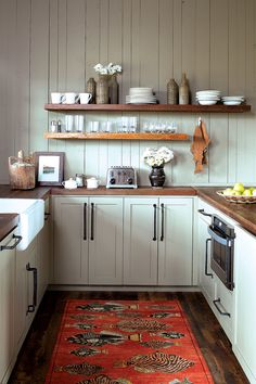 Looking for little kitchen ideas? We might every covet a large and pleasant kitchen-diner bearing in mind room for a kitchen island, range cooker and dining table to cram guests around. small kitchen ideas l shaped. Kitchen On A Budget, New Kitchen, Kitchen Dining, Kitchen Ideas, Kitchen Island, Dining Table, Kitchen Furniture, Furniture Ideas, Kitchen Layouts