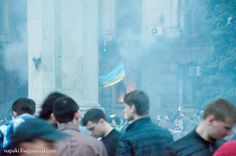 Ukrainian flag in front of the burning building