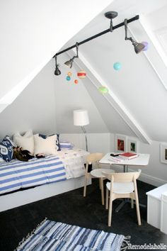 great use of space in this boys room