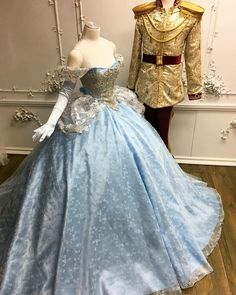 Beautiful gown... Would make a beautiful wedding gown