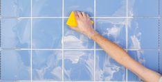 Kirli derz genellikle harika görünümlü bir fayansla aranızdaki tek engeldir. Derzlerin nasıl temizleneceğini bilmek, pırıl pırıl temiz görünen zeminler, duvarlar ve tezgahlar için çok önemlidir.... Cleaning Mold, Bathroom Cleaning Hacks, Deep Cleaning, Cleaning Tips, Bathroom Tiles Pictures, Bathroom Ideas, Tile Grout, Grouting, Grey Grout